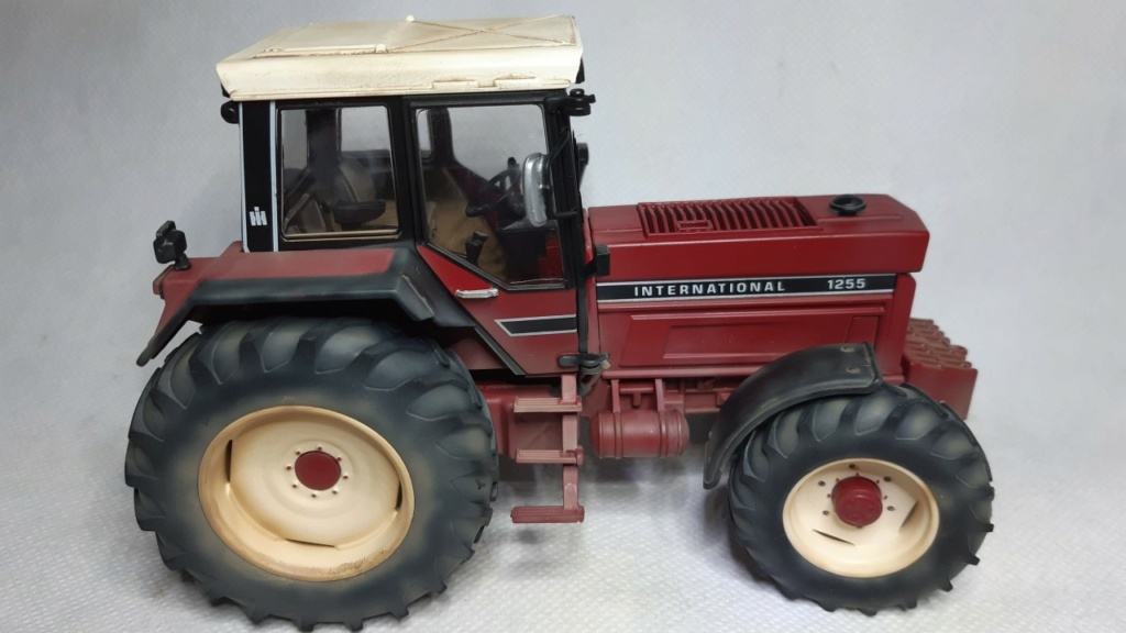 Tracteur International 1255 au 1/32° Marque Schuco ( terminé ) Thumb124