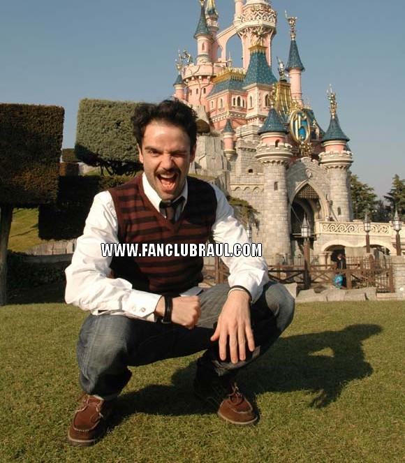 Raul y sus compañeros BELLA Y BESTIA Disney11