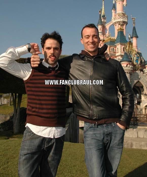 Raul y sus compañeros BELLA Y BESTIA Disney12