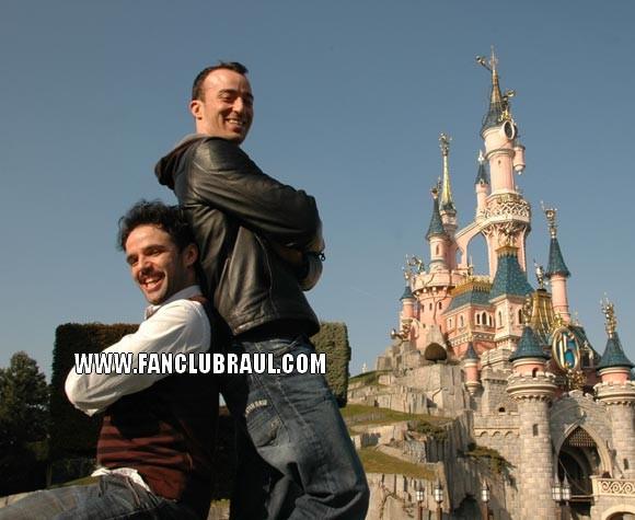 Raul y sus compañeros BELLA Y BESTIA Disney13