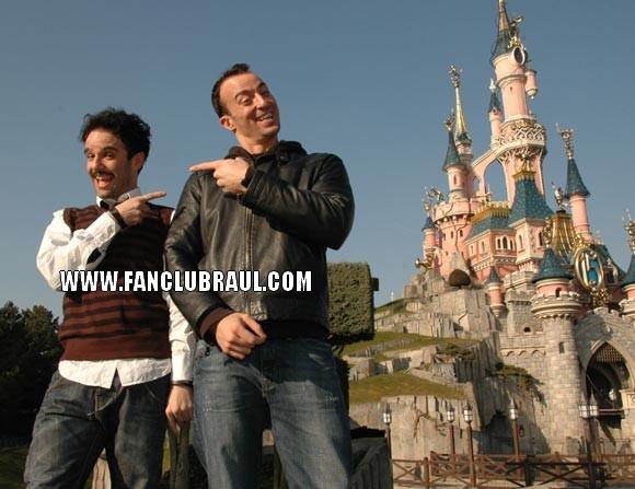 Raul y sus compañeros BELLA Y BESTIA Disney14