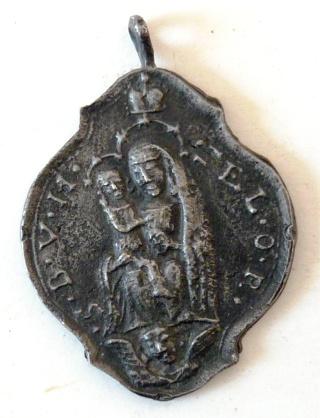 Ayuda para identificar cruz antigua  Sta_ma11