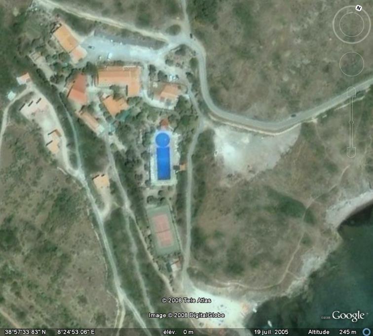 Les piscines du Monde découvertes avec Google Earth - Page 8 I_bleu10