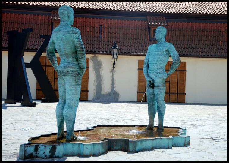 PISS, sculpture de David Cerny - Prague - République Tchèque Piss10