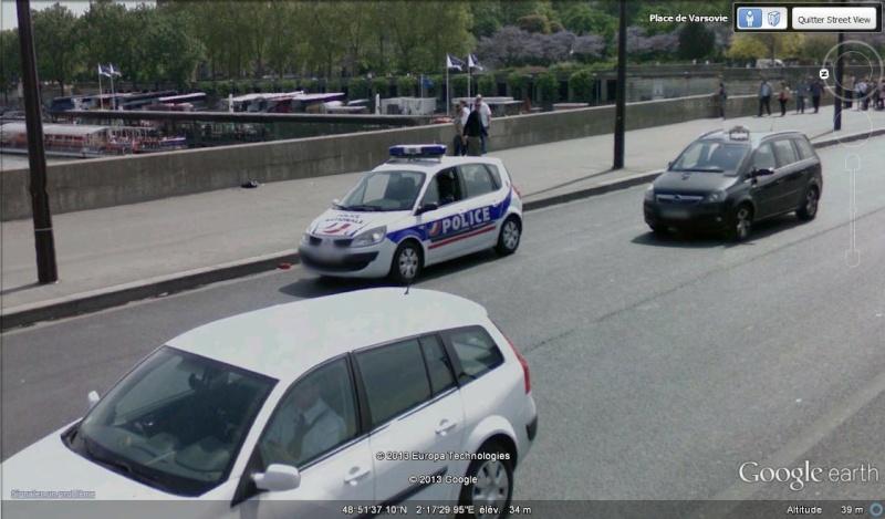STREET VIEW : véhicules de police du monde - Page 8 Megane10