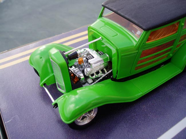 Ford 32 woody marque revell 1/25 Moteur10