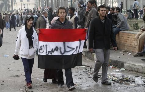 حصريا على منتدى الأرانب للجميع خفة دم الشعب المصرى أثناء المظاهرات مجموعه لن تجدها  الا هنا  16802110
