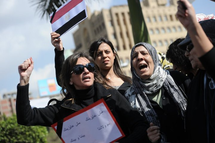 حصريا على منتدى الأرانب للجميع خفة دم الشعب المصرى أثناء المظاهرات مجموعه لن تجدها  الا هنا  18068210