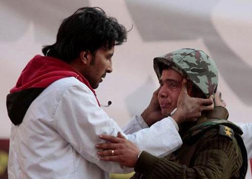 حصريا على منتدى الأرانب للجميع خفة دم الشعب المصرى أثناء المظاهرات مجموعه لن تجدها  الا هنا  Army_l10