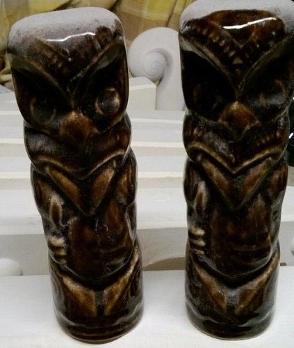 Salt and Pepper similar to Wharetana Ware ..... These were made at Stewart Pottery. Hemara10