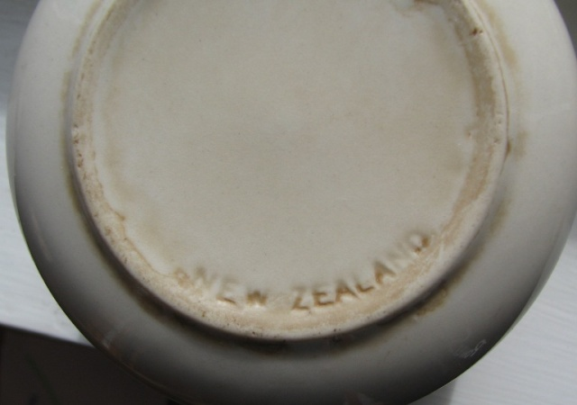 Researching the NEW ZEALAND mark that is impressed into the base clay on Crown Lynn New_ze10