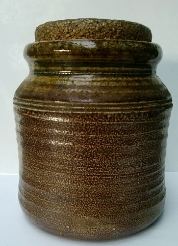 A salt glazed jar with no maker's mark that I just had to have! Salt_g10