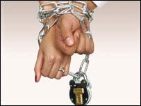 بريطانيا: قانون جديد لمنع الزواج بالإكراه _4470510