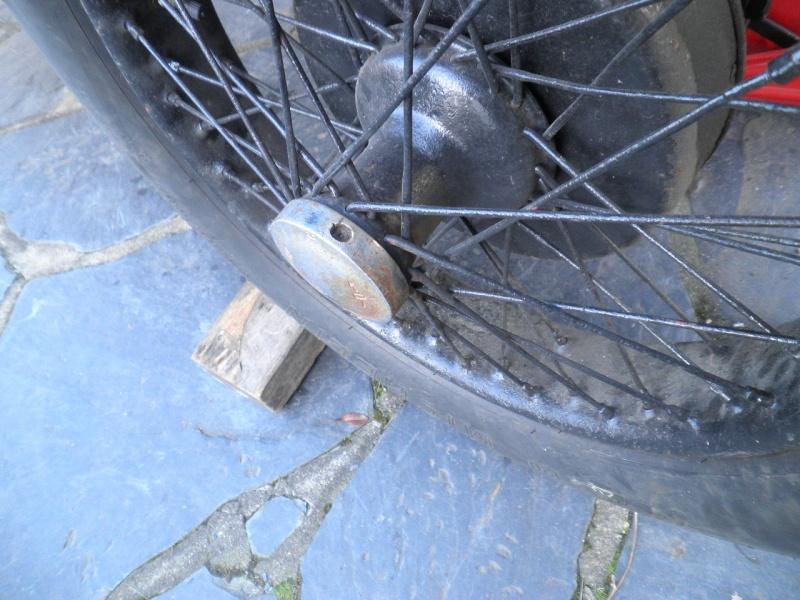 outil pour démonter les vis de moyeux rudge à ergots P3230510