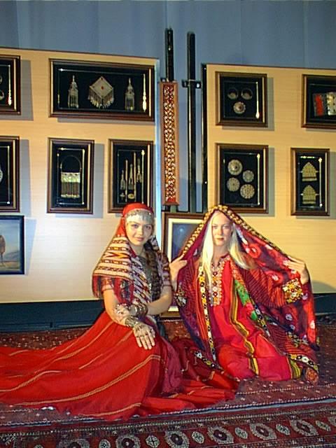 من الملابس التقليدية للمراة التركمانية Ant1110