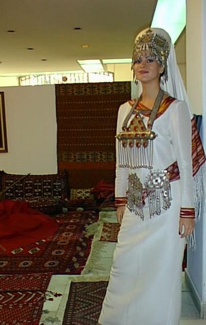 من الملابس التقليدية للمراة التركمانية Sergi010