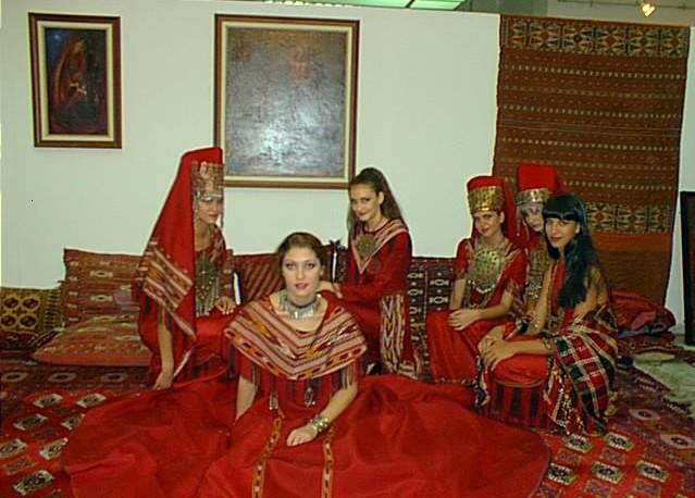 من الملابس التقليدية للمراة التركمانية Sergi013