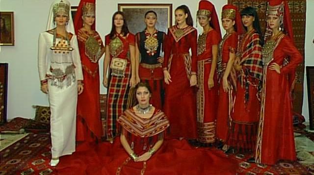 من الملابس التقليدية للمراة التركمانية Sergi110