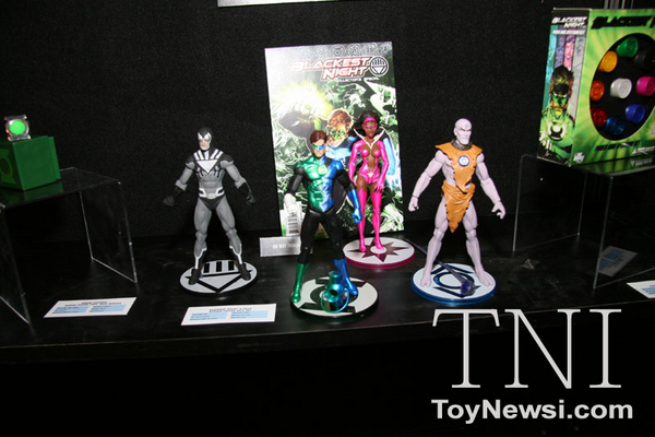 DC direct Toy Fair 2011 Img_3310