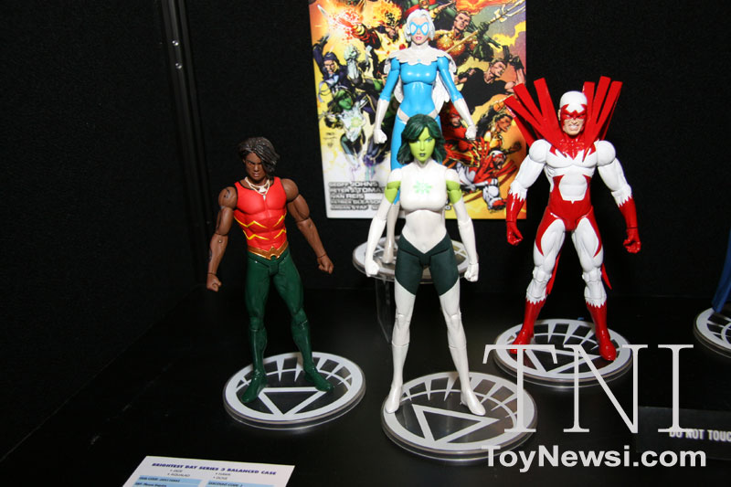 DC direct Toy Fair 2011 Img_3311