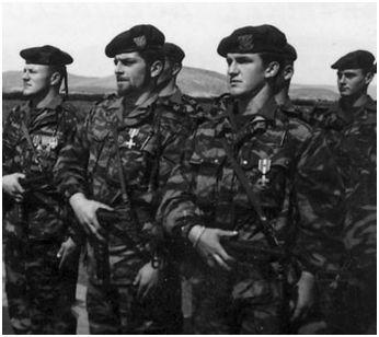 [Les traditions dans la Marine] Le salut militaire - Page 4 Comm10