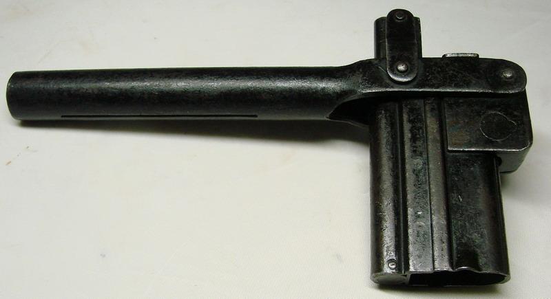 La P-Kasten : accessoire du luger dit d'artillerie (ou LP14) et du MP18/1 Bing_c15
