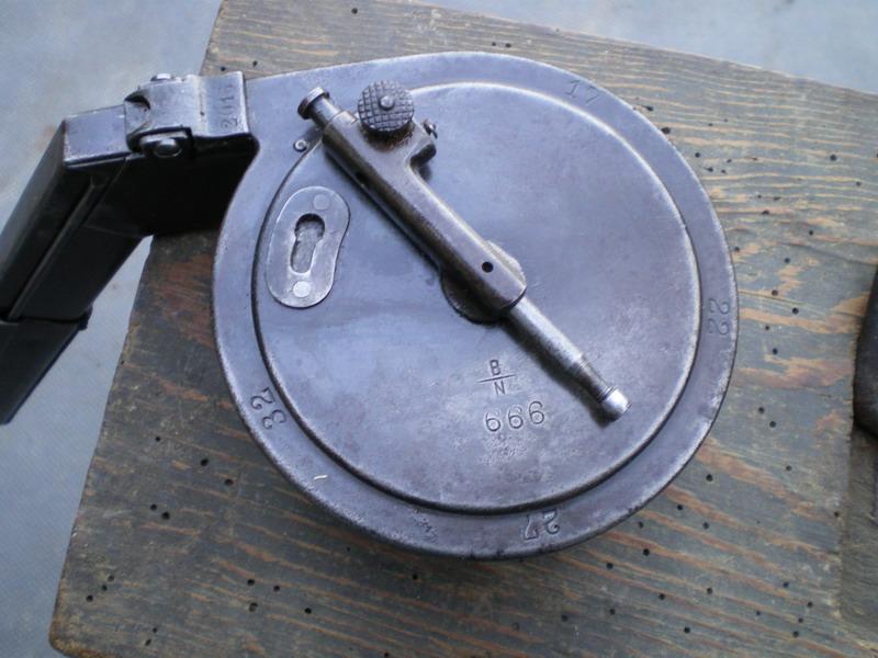La P-Kasten : accessoire du luger dit d'artillerie (ou LP14) et du MP18/1 Bing_t10