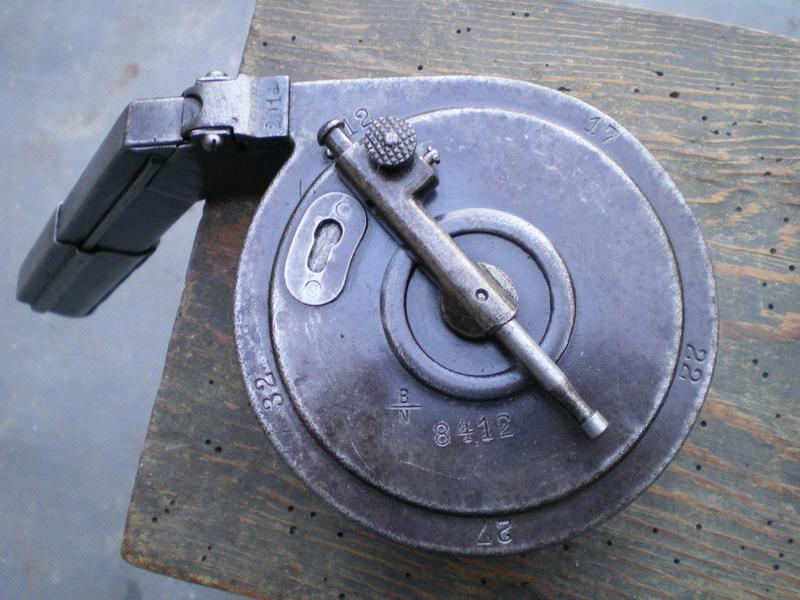La P-Kasten : accessoire du luger dit d'artillerie (ou LP14) et du MP18/1 Bing_t14