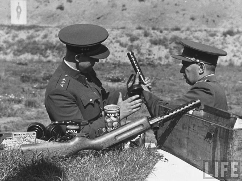 La P-Kasten : accessoire du luger dit d'artillerie (ou LP14) et du MP18/1 Czecho10