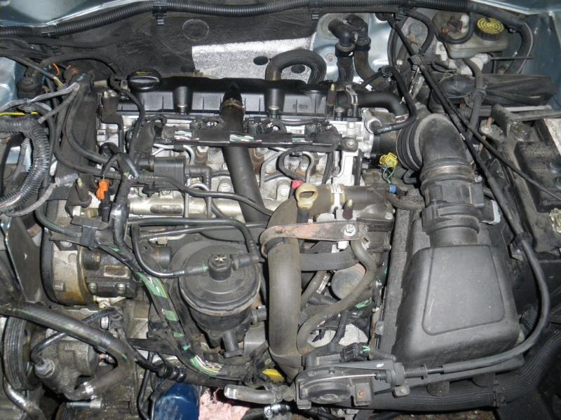 moteur peugeot hdi 2.0 .... à quoi sert le bidule derrière le filtre 2011-011