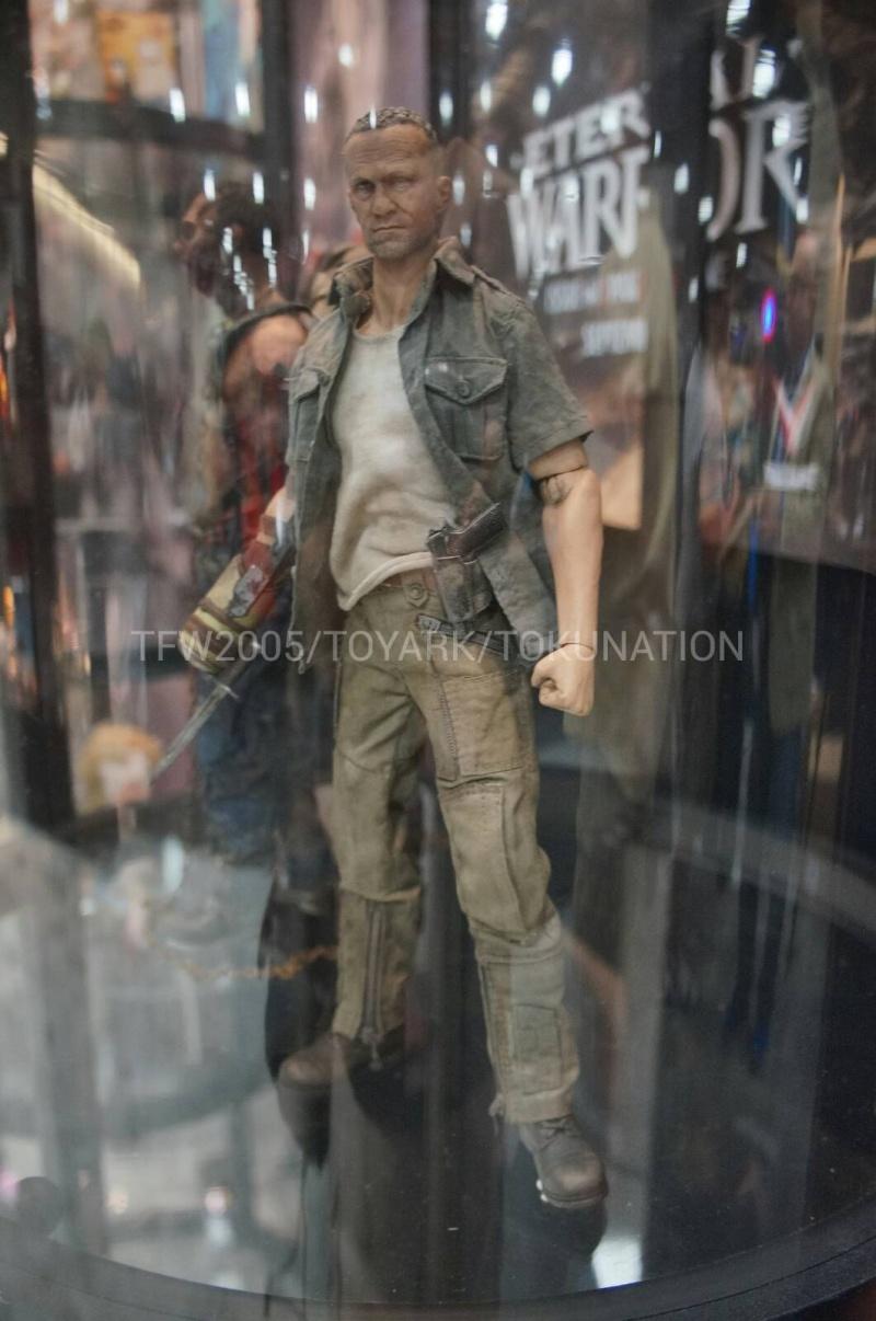 "THE WALKING DEAD "" Figurines OFFICIELLES ""  Dsc03317"