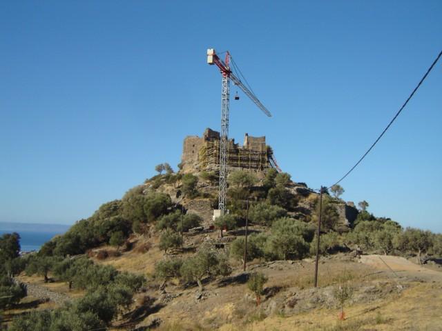 Αναστηλώνεται το κάστρο της Αγίας Παρασκευής. Dsc05113