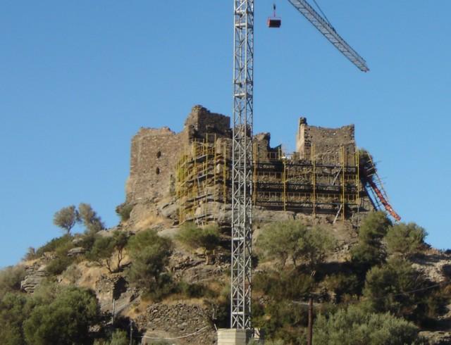 Αναστηλώνεται το κάστρο της Αγίας Παρασκευής. Dsc05114