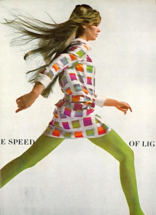 Les tenues étonnantes de Françoise Hardy - Page 3 12_vog10
