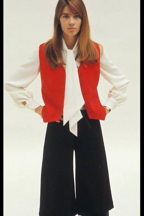 Les tenues étonnantes de Françoise Hardy - Page 2 55451010
