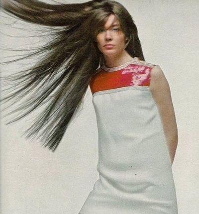 Les tenues étonnantes de Françoise Hardy - Page 3 L_91bd10