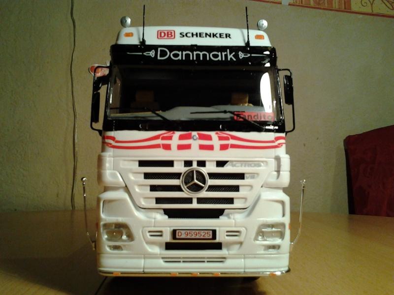 "Italeri Mercedes Benz Actros mit 2x20"" Container Foto0310"