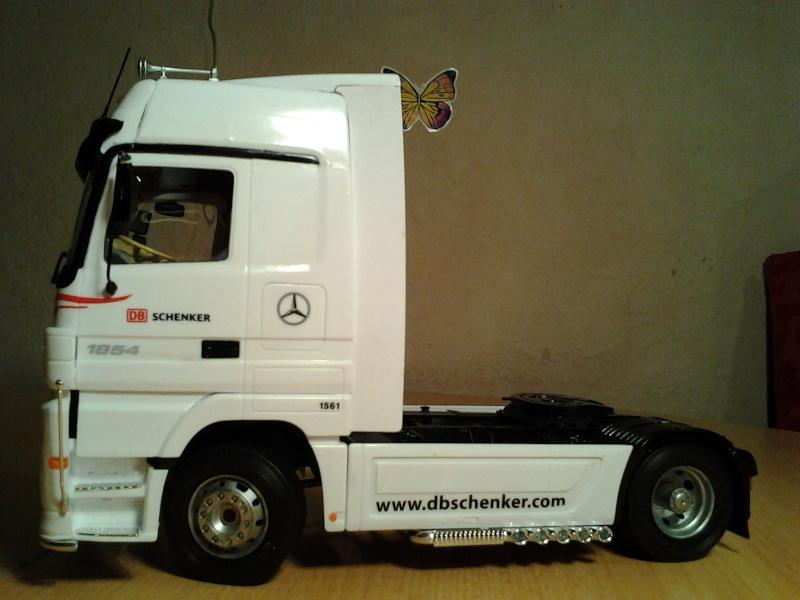 "Italeri Mercedes Benz Actros mit 2x20"" Container Foto0311"
