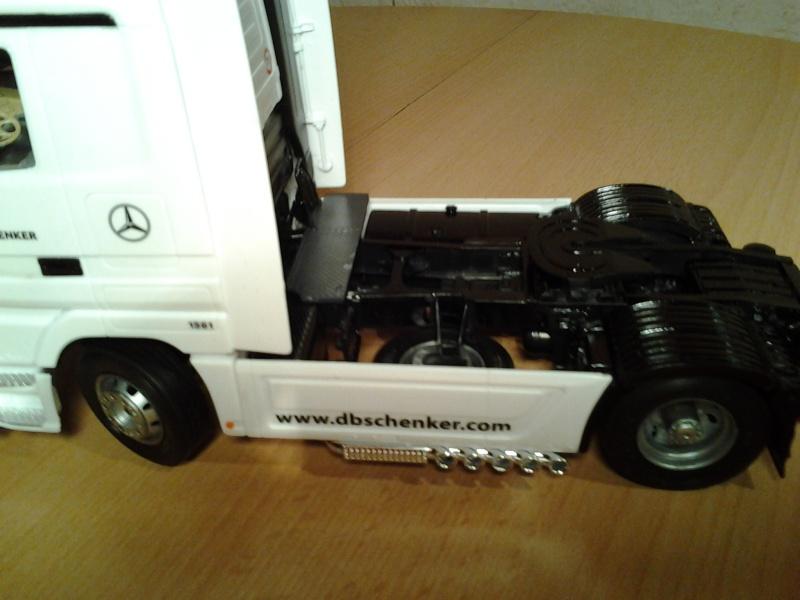 "Italeri Mercedes Benz Actros mit 2x20"" Container Foto0312"