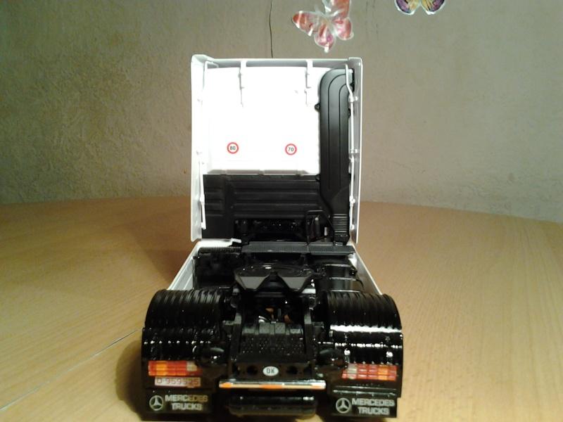 "Italeri Mercedes Benz Actros mit 2x20"" Container Foto0313"
