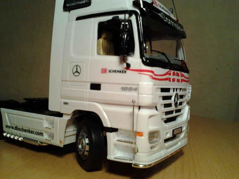 "Italeri Mercedes Benz Actros mit 2x20"" Container Foto0316"