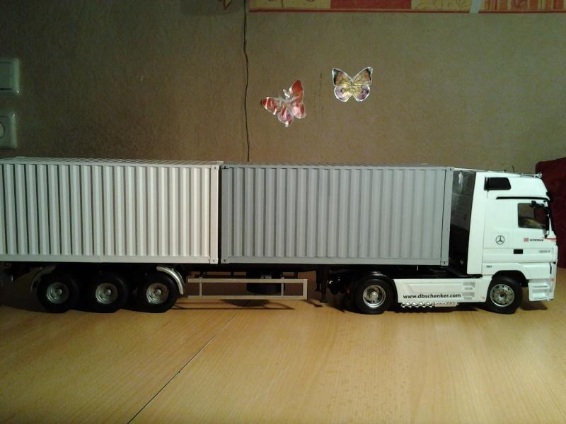 "Italeri Mercedes Benz Actros mit 2x20"" Container Foto0317"