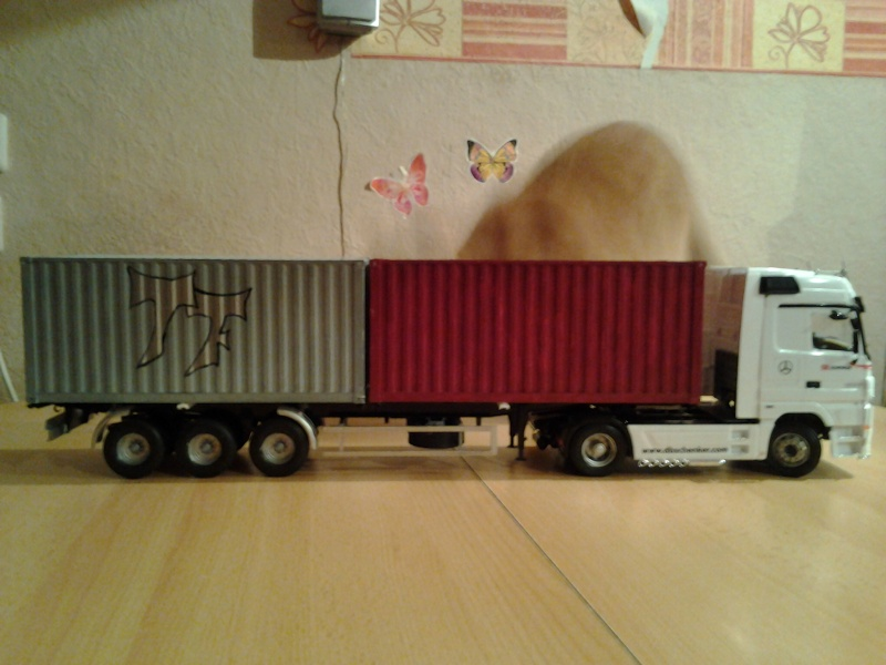 "Italeri Mercedes Benz Actros mit 2x20"" Container Foto0410"