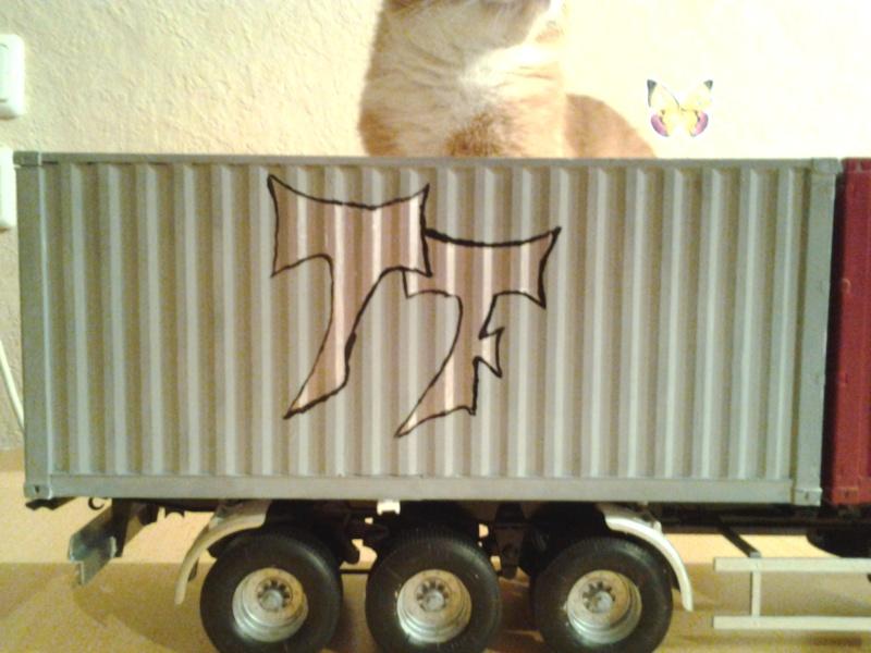 "Italeri Mercedes Benz Actros mit 2x20"" Container Foto0411"