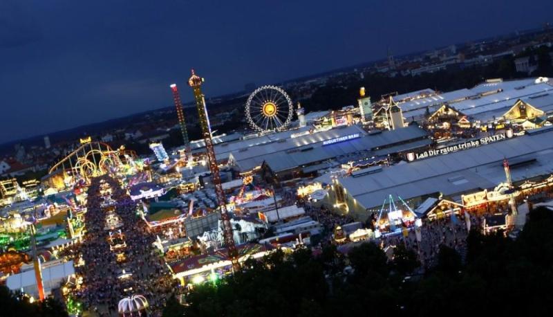 Oktoberfest in Munich 16089510