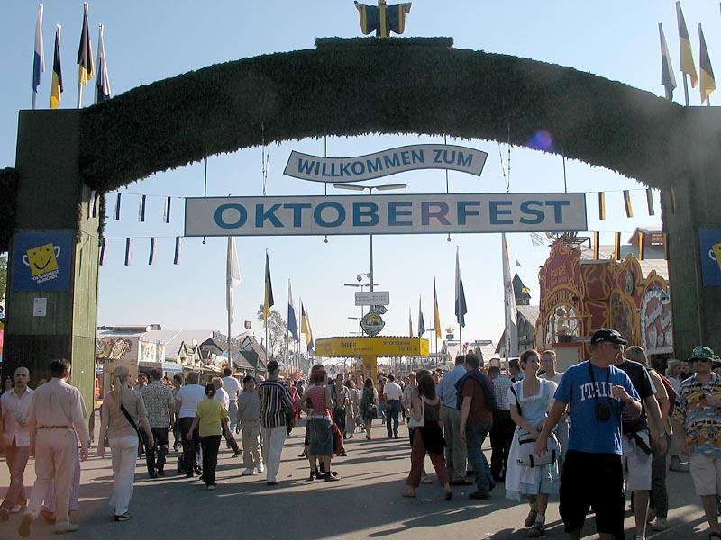 Oktoberfest in Munich 23628810