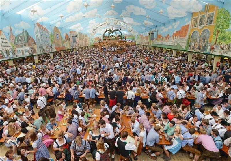 Oktoberfest in Munich Pb-12010