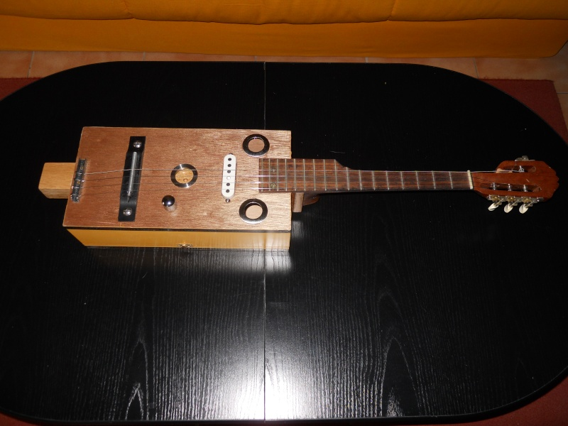 Cigar box guitar 03_02_10