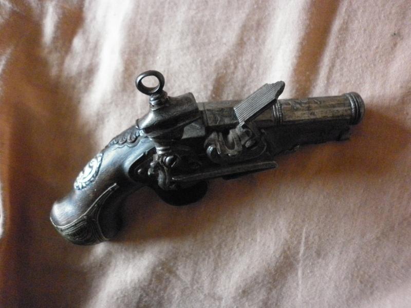 pistolet de voyage espagnol mi-XVIIIe P1010432