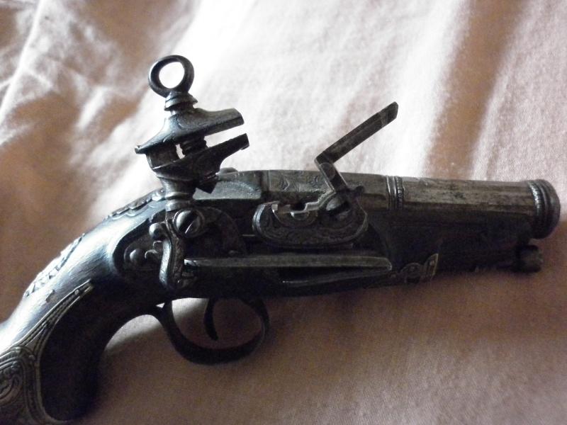 pistolet de voyage espagnol mi-XVIIIe P1010433